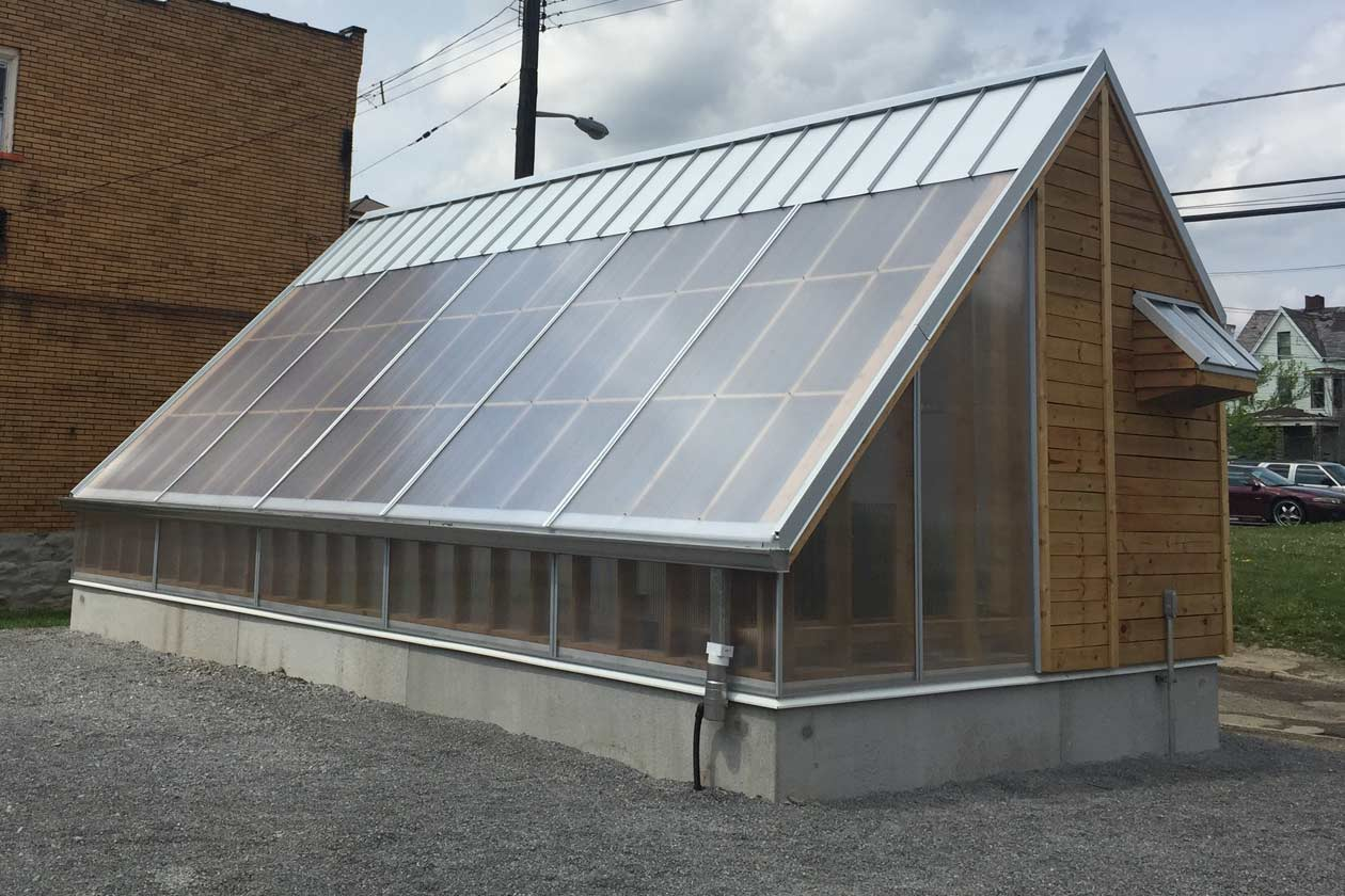 Solar powered off grid greenhouse with rainwater collection for Solar powered home designs